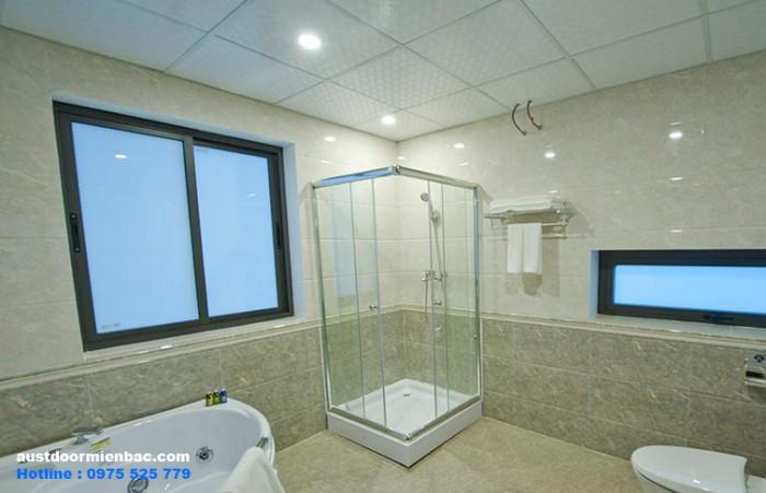 mẫu cửa nhôm kính nhà vệ sinh 1